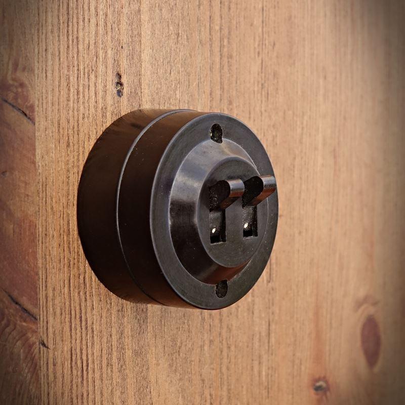 Rustykalny przełącznik elektryczny OLD