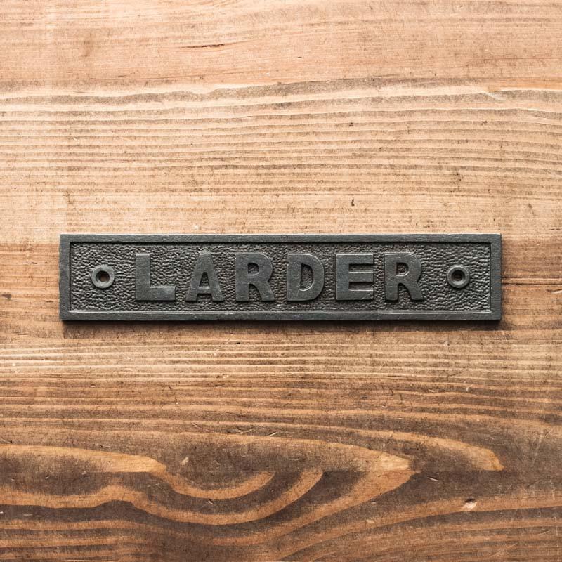 Emblemat LARDER (spiżarnia)