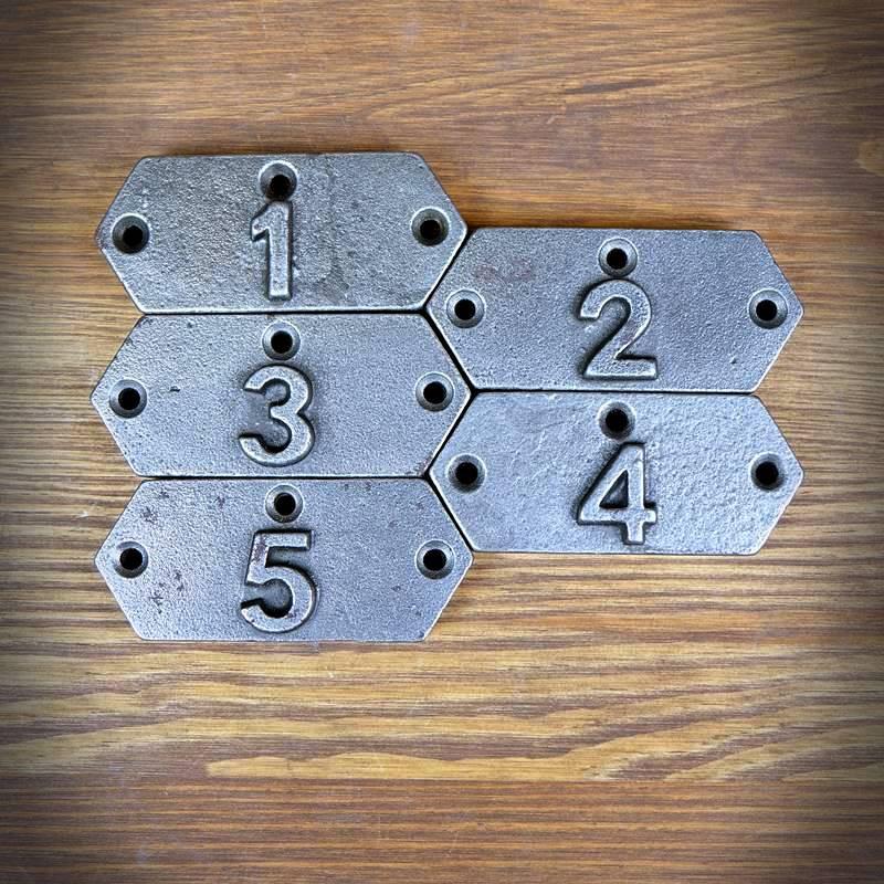 Emblemat numeryczny 1-5