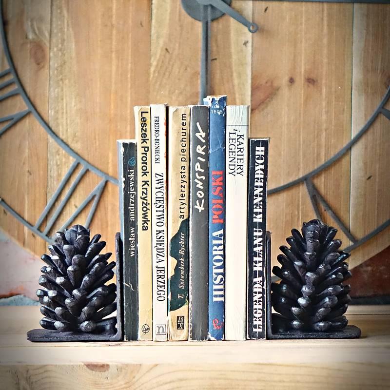 retro podpórka książek