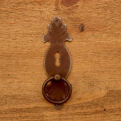 Uchwyt meblowy RUSTYK KOŁATKA OZDOBNY 37 X 115 mm z szyldem na klucz