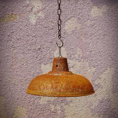 starodawna lampa pordzewiana