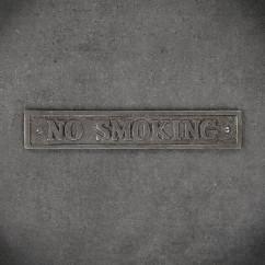 retro emblemat no smoking