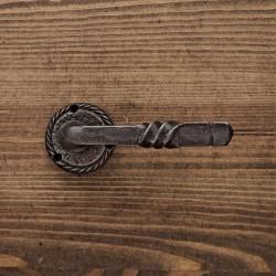 Klamka drzwiowa żeliwna ZAKRĘCONA