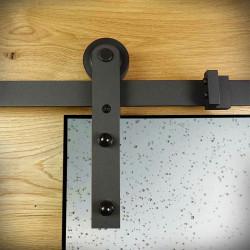 czarne prowadnice do drzwi szklanych