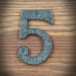 stalowa cyfra pięć