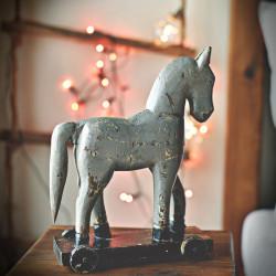 Drewniany koń na kółkach TROJA