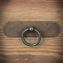 Kołatka meblowa Rustyk z szyldem prostym