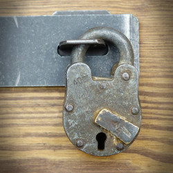Kłódka retro z kluczykiem