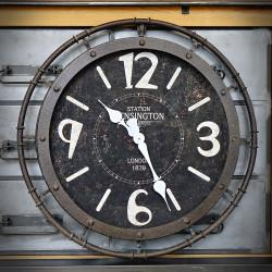 metalowy zegar na ściane