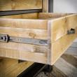 drewniana komoda w industrialnym stylu