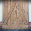 drzwi drewniane w kolorze whisky