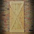 surowe sosnowe drzwi