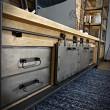 metalowa i drewniana szafka rtv bardzo szeroka