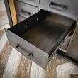 metalowa szuflada w loftowej komodzie