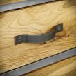 metalowy uchwyt szafki pod tv