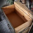 loftowy regał z szufladami ze stali i drewna