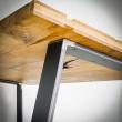 nogi z metalu do stołu z drewnianym blatem