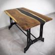 stół z żywicy i drewna