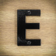 surowe proste litery