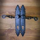 starodawna klamka z szyldem