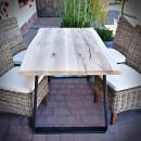 stół z drewnianym blatem z dębu