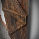 Połączenie stali i drewna w drzwiach przesuwnych
