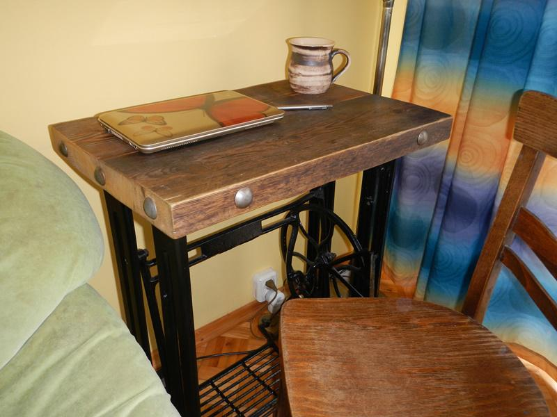 Biurko własnego projektu z dekoracyjnymi ćwiekami