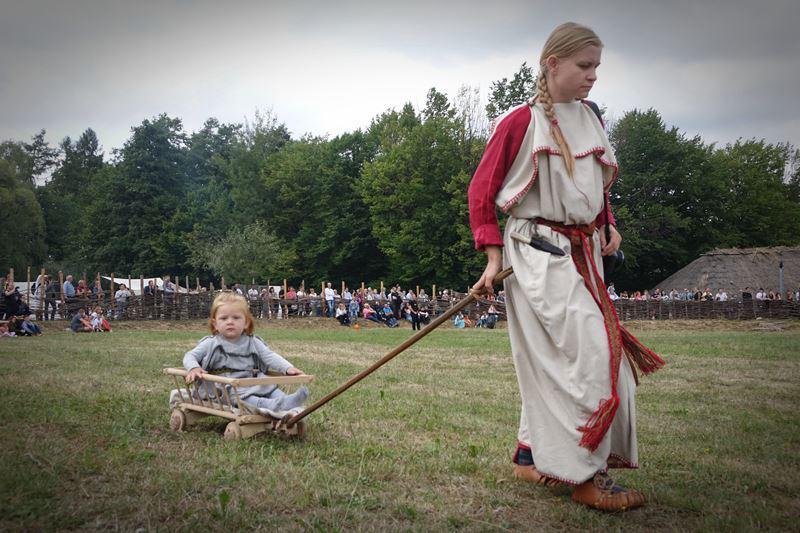 Średniowieczny drewniany wózek