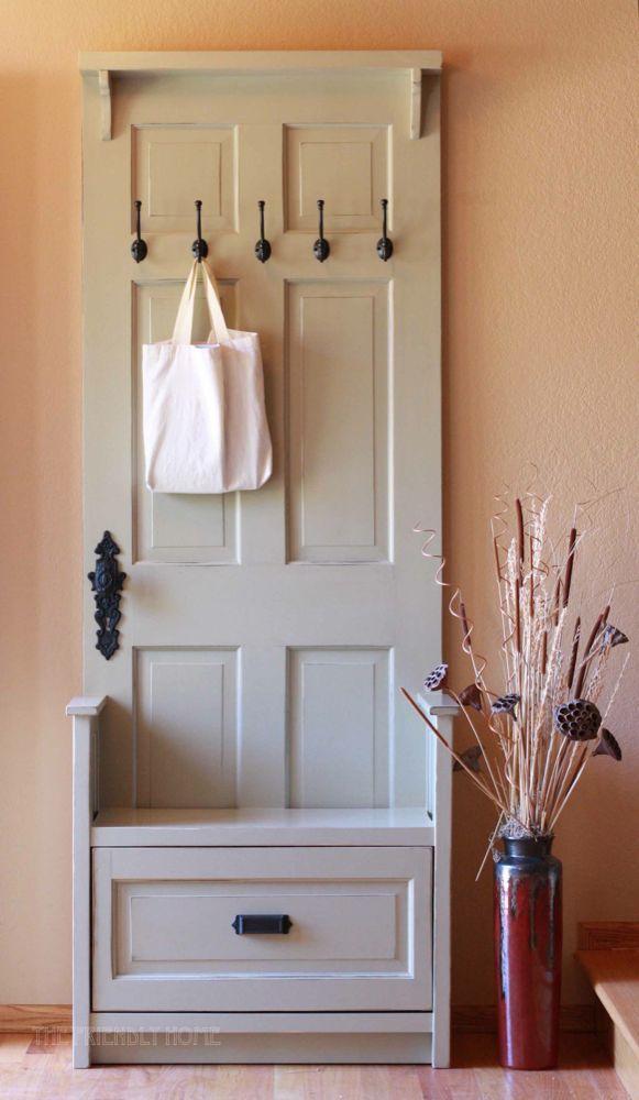 Garderoba ze starych drzwi