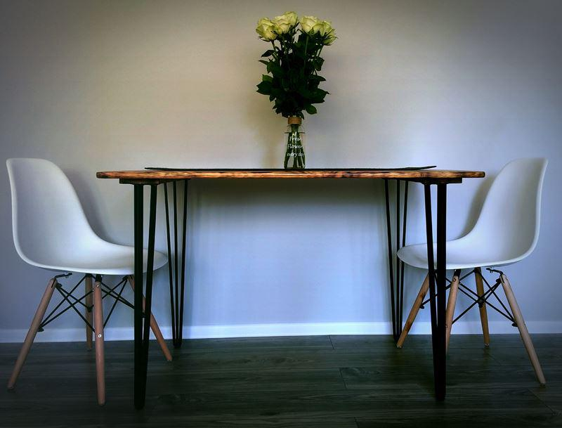 Stół na nogach z płaskownika