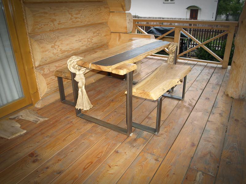 Stół z ławkami na taras