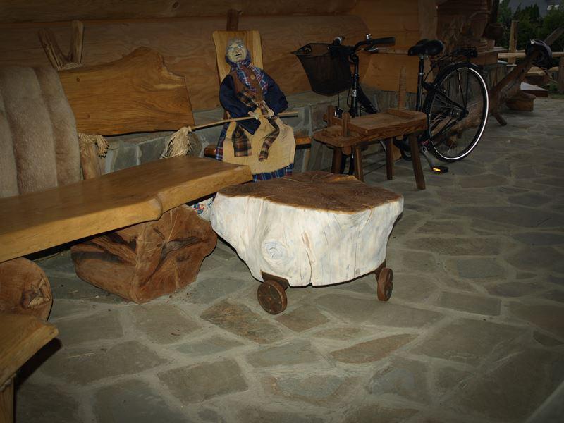 Siedzisko/stolik z pnia