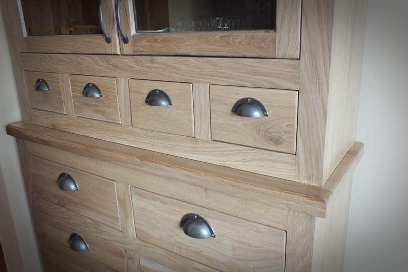 Odrestaurowany kredens drewniany