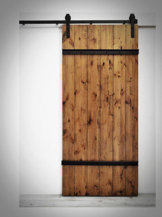 Przesuwne drzwi na metalowych okuciach