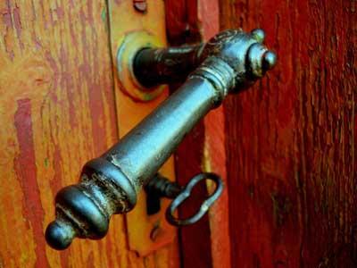 Klamki retro, czyli jak zamykać drzwi w stylu vintage