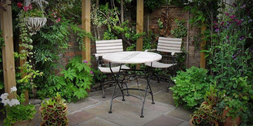 Ogród w rustykalnym stylu. Jak go zaaranżować?