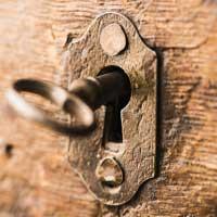 Zamki meblowe jako praktyczny element aranżacji wnętrz