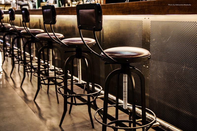 skórzane krzesło barowe wysokie